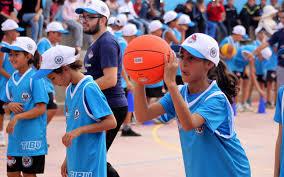 Un modèle pour développer le football et les sports collectifs .