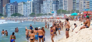 Malgré la pandémie, les plages au Brésil ne désemplissent pas