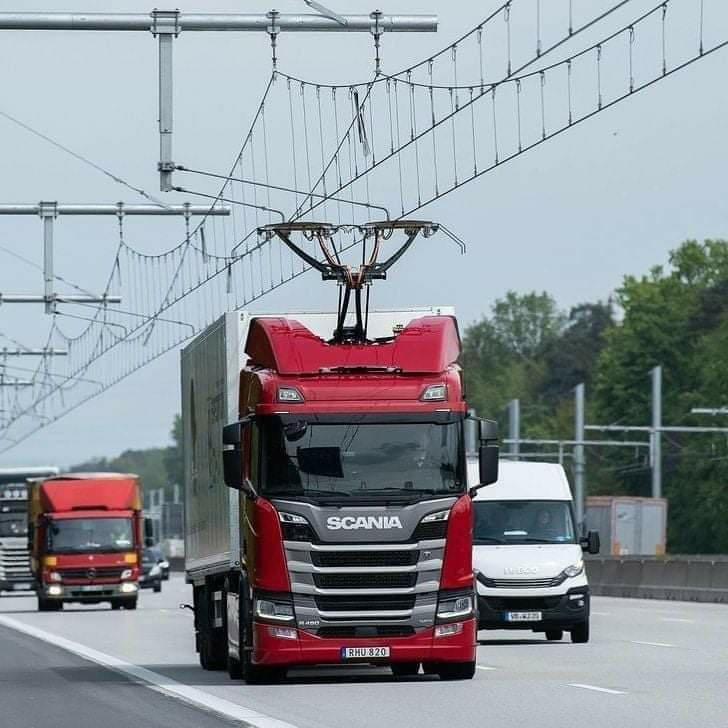 Première autoroute électrifiée