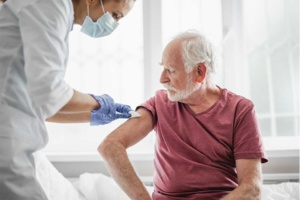 Le vaccin AstraZeneca très efficace chez les plus de 80 ans