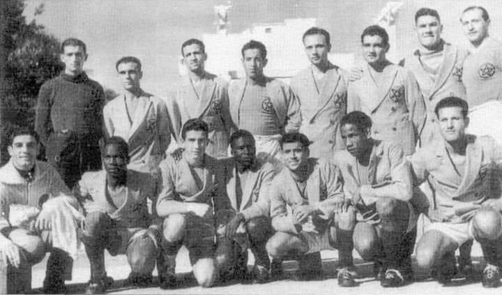 L'équipe nationale Marocaine en 1942 est composée de musulmans ,juifs et chrétiens.Debout: Sanchez-Junta-Tilly-Hamida-Fratini-Leonetti-Abad-Savery  Assis: Gaure-Salam-Van Haver-Didi-Levy-Ben Barek-Hamiri .La sélection du Maroc composée des meilleurs joueurs des championnats de la Ligue, fut créée en 1928