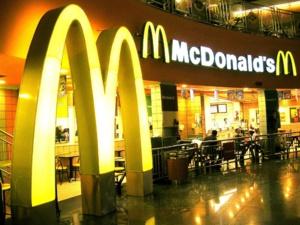 McDonald's visé par un procès à 10 milliards USD pour discrimination