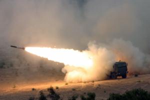 MLRS M142 Himars : jusqu'à 300 kms de portée