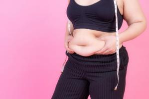 Pourquoi les femmes se sentent plus grosses pendant les règles ?