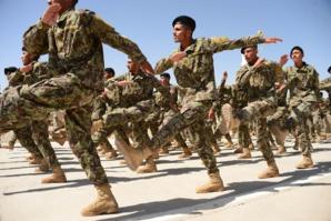 Soldats afghans : Une, deux... fuite au pas de course !