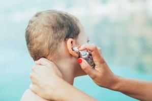 Otite de baignade : comment protéger les oreilles ?