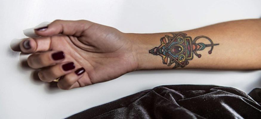 L'écriture pour quoi faire : entre mémoires tatouées et identités réinventées