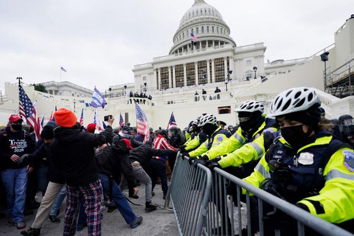 États unis : le Capitol envahi par une foule pro-Donald Trump