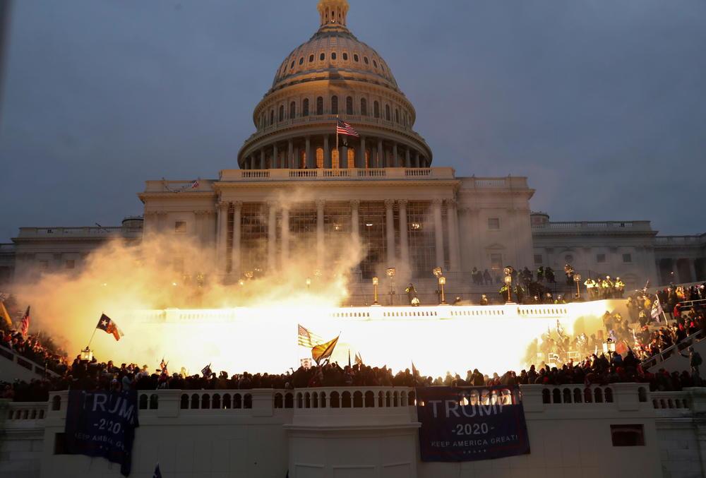 Le Capitole pris d'assaut par les trumpistes