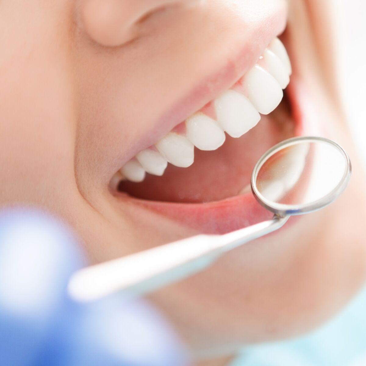 Une mauvaise santé bucco-dentaire peut s'avérer être grave et favorise les carences alimentaires