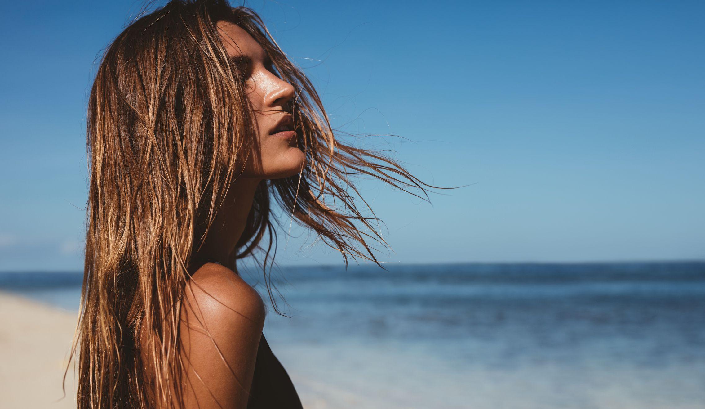 Des remèdes naturels pour protéger les cheveux du soleil