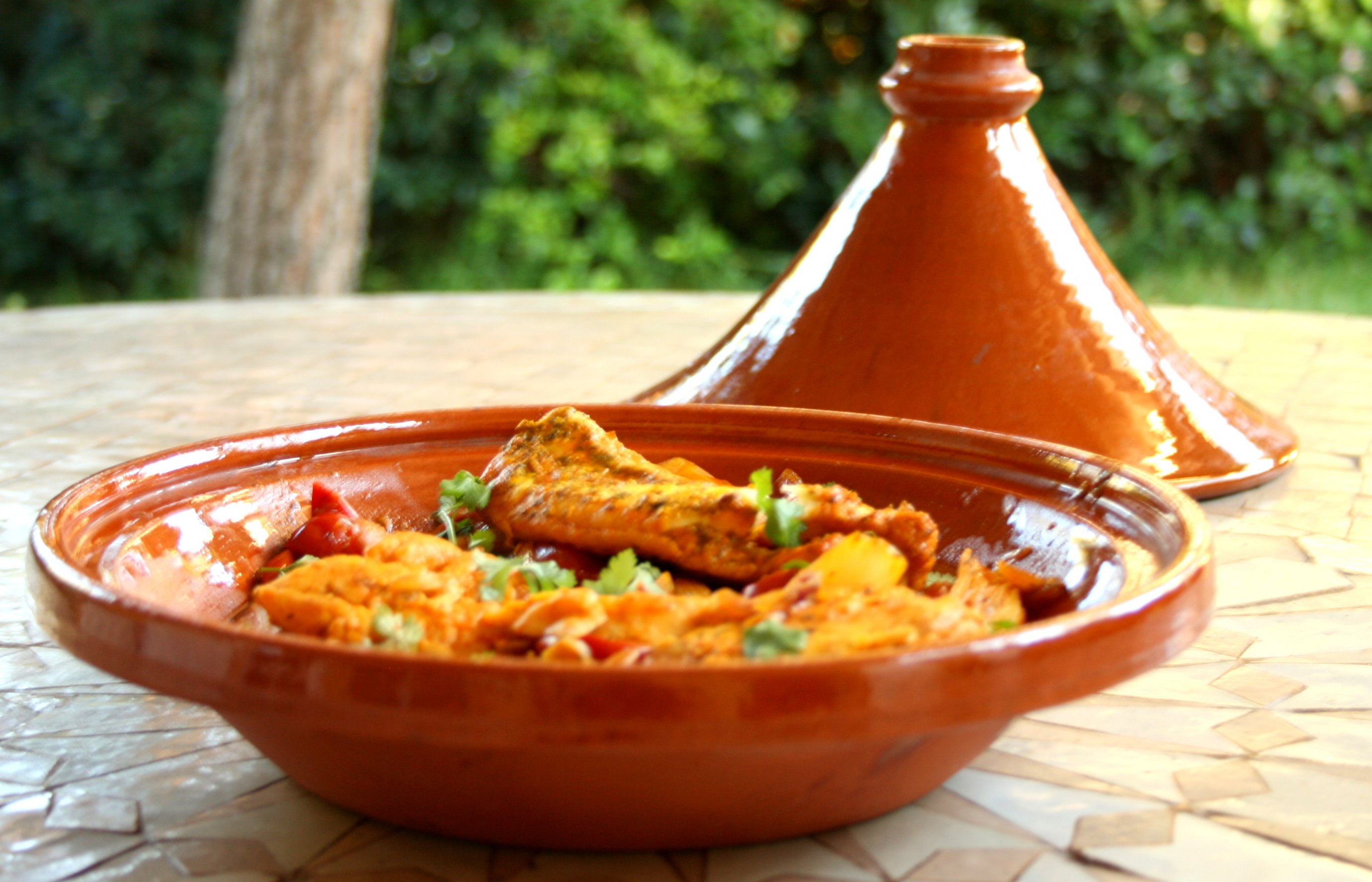 Avec beaucoup d'humour des enfants découvrent la cuisine marocaine