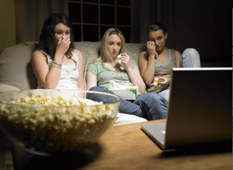 Attention : regarder des films tristes fait grossir !