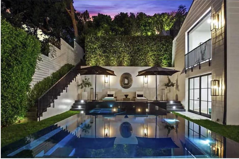 Rihanna s'offre une maison de 13,8 millions de dollars à Beverly Hills !