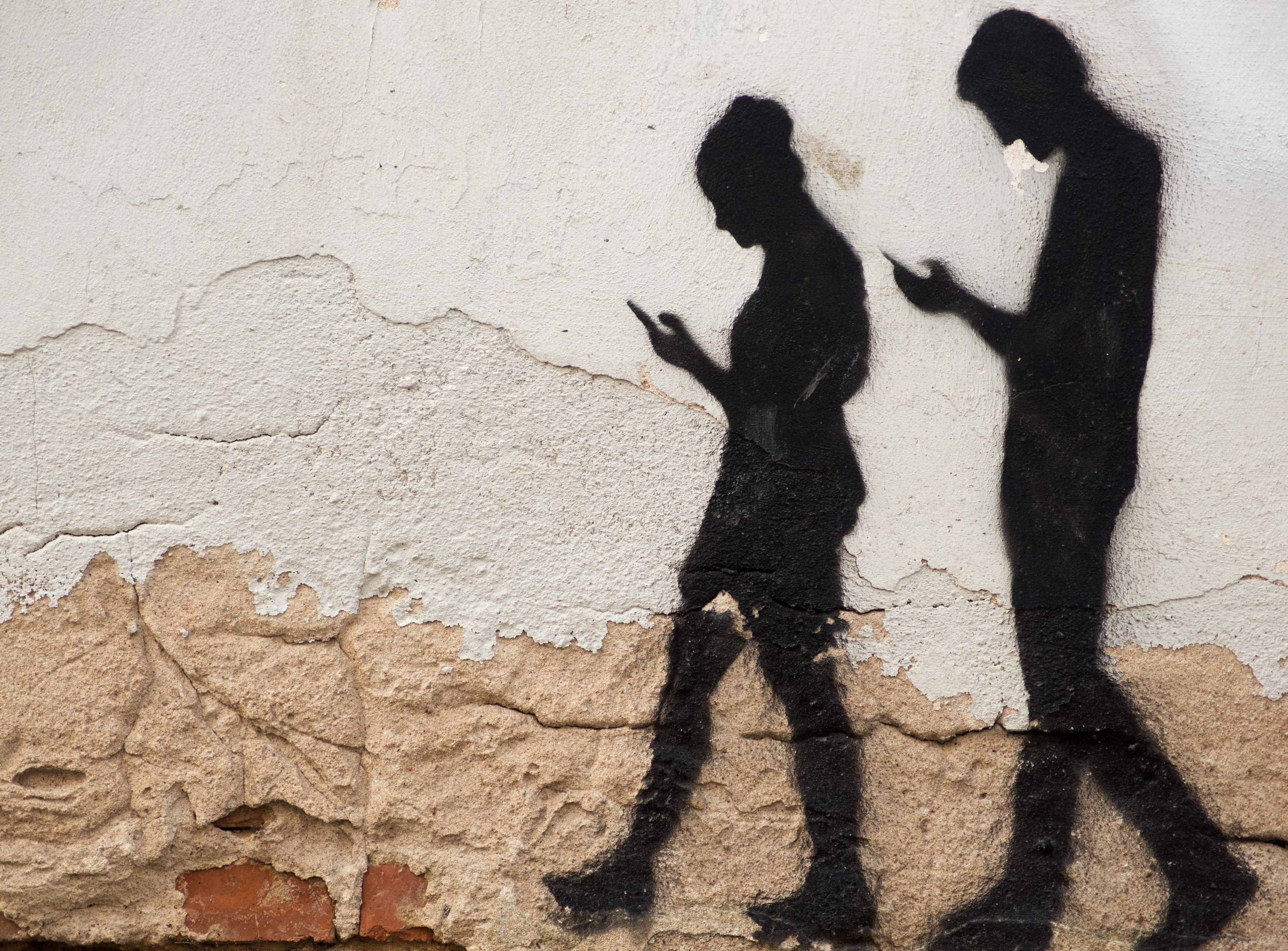 Vous marchez le nez sur votre téléphone? Google vous rappellera de lever les yeux