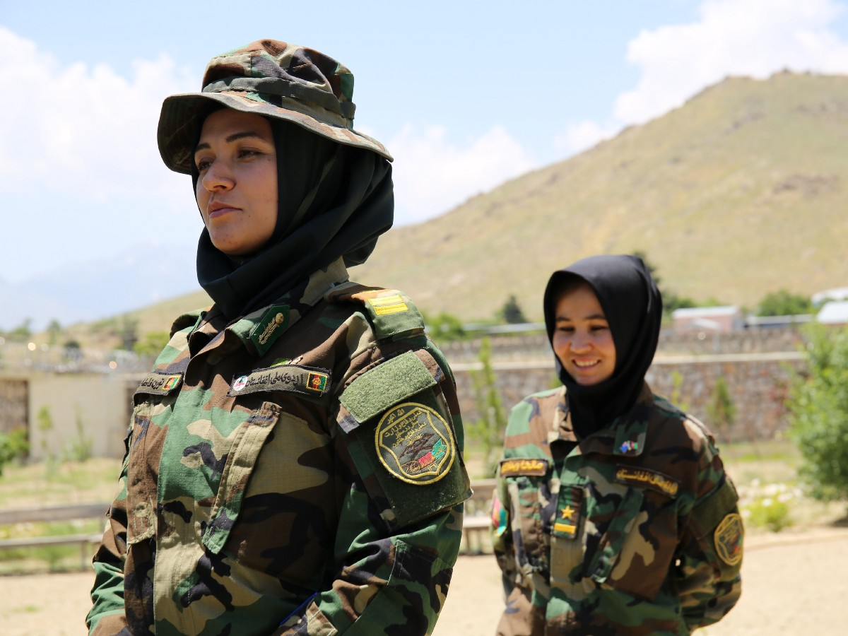 Soldates afghanes prêtes à affronter les Talibans