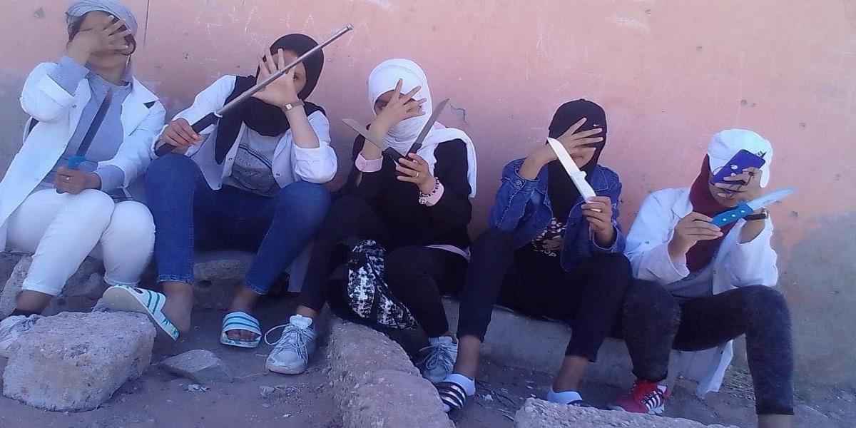 5 élèves arrêtées après être apparues dans une vidéo brandissant des armes blanches