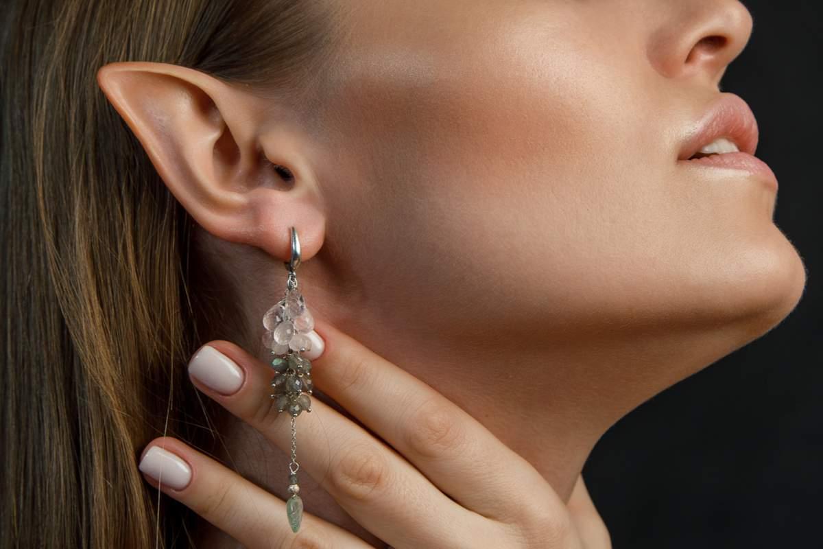 """Les """"oreilles d'elfe"""", la nouvelle opération tendance en Chine"""