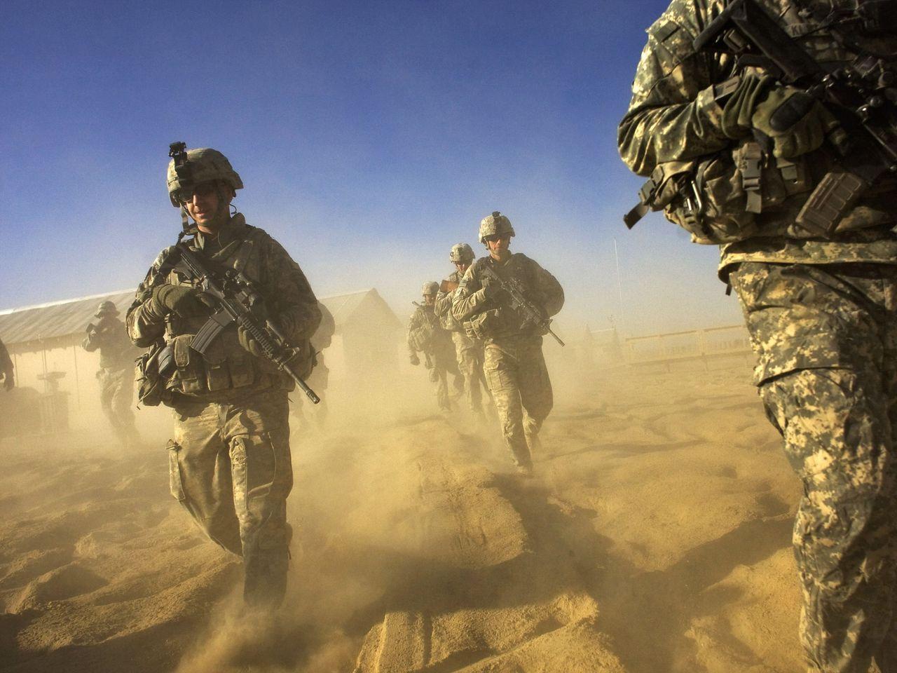 Sauve qui peut ! Les Talibans arrivent...