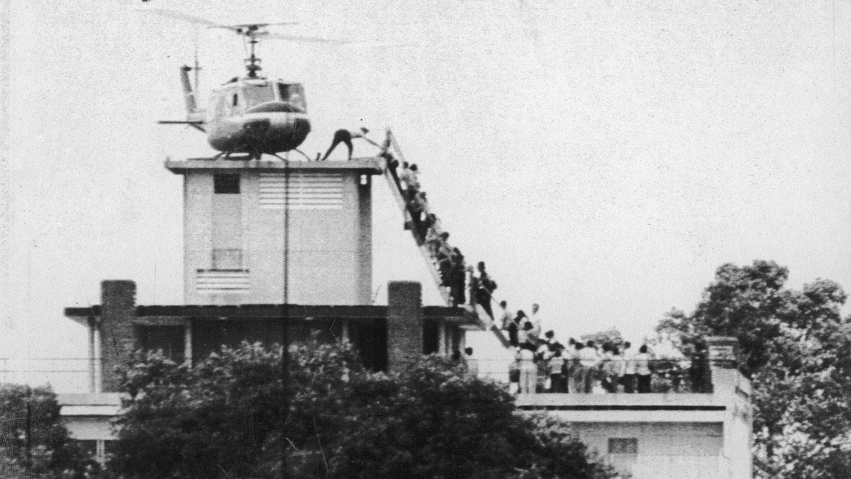30 avril 1975 : les Américains fuient Saïgon à bord d'hélicoptères posés sur le toit de l'ambassade US
