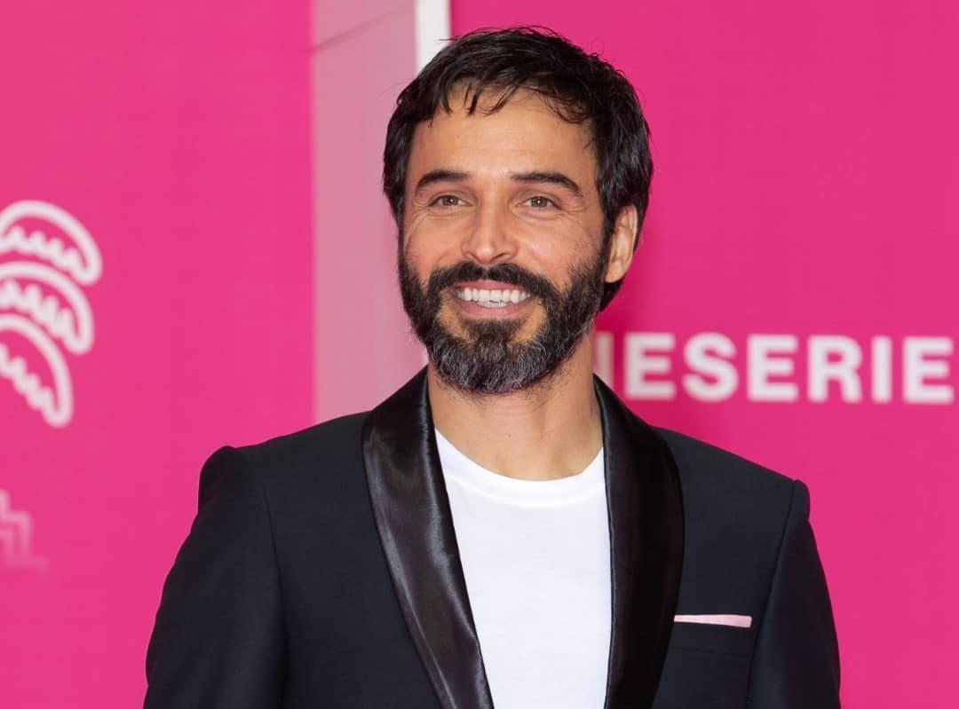L'acteur Marocain Assaad Bouab brise le tapis rose de Canneséries