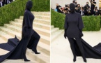 Kim Kardashian surprend ses internautes avec son look flippant