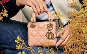 Dior lance une collection des micro-bags