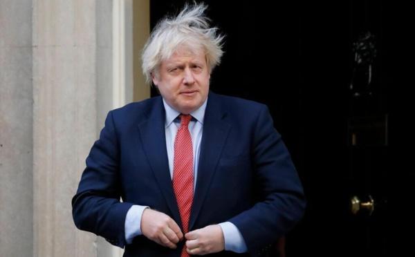 Boris Johnson annonce un renforcement spectaculaire du confinement pour Noël