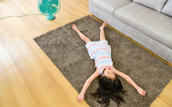 Des astuces pour rafraîchir sa chambre en été