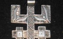 "Bijou berbère sous forme de la lettre ""Z"" en Tifinagh"